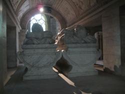 tomb3.jpg